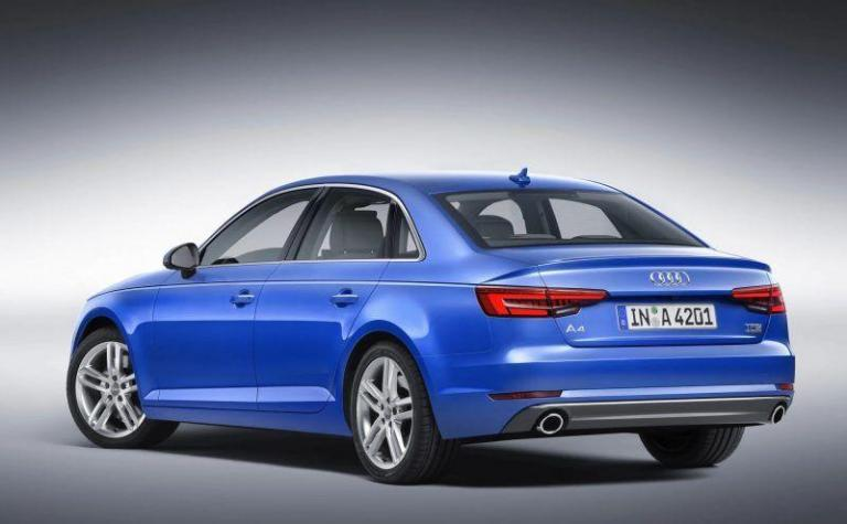 Audi-A4-2017-recuerdo-tira-puerta