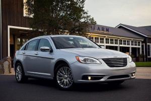 Chrysler-200-2013-recall-headrest
