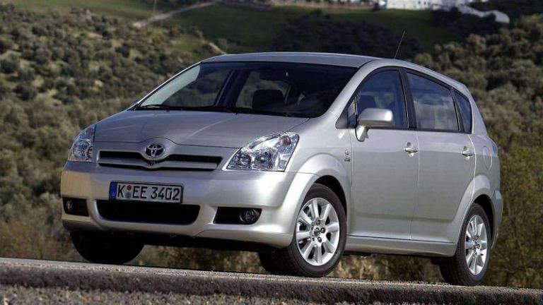 Toyota-Corolla-Verso-2004-recall-airbag