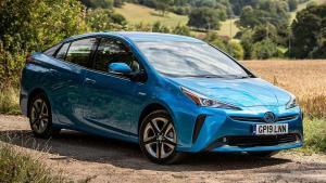 Toyota-Prius-2019-instrument-panel