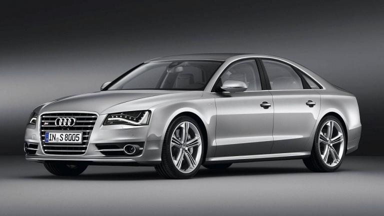 Audi-S8-2013-fire