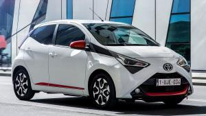 Toyota-Aygo-2020-headlights-switch
