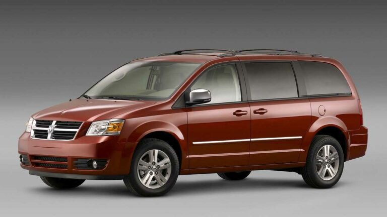Dodge-Grand-Caravan-2008-distintivo-logo