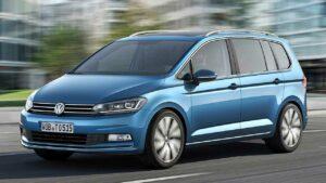Volkswagen-Touran-2019-steering