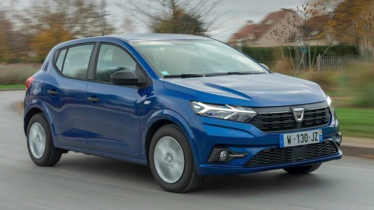 Dacia-Sandero-2021-cerradura-capó