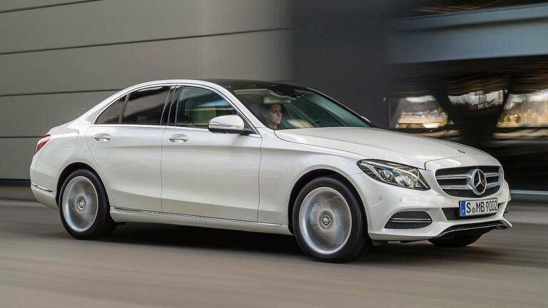 Mercedes-Benz-C-Class-roof-panel