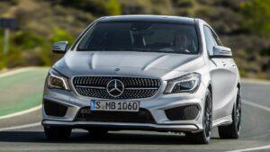 Mercedes-Benz-CLA-roof-panel