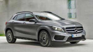 Mercedes-Benz-GLA-roof-panel