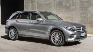 Mercedes-Benz-GLC-roof-panel