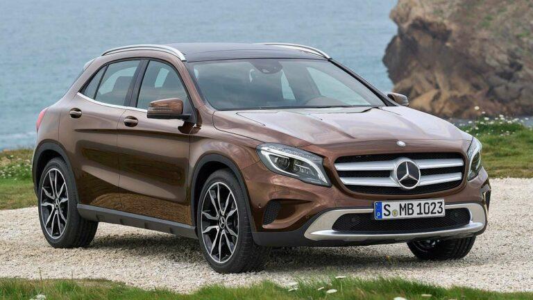 Mercedes-Benz-GLA-2016-steering