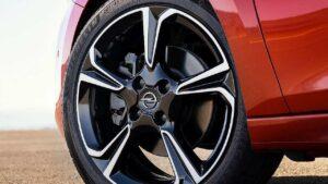 Opel-Corsa-Incorrect-rims